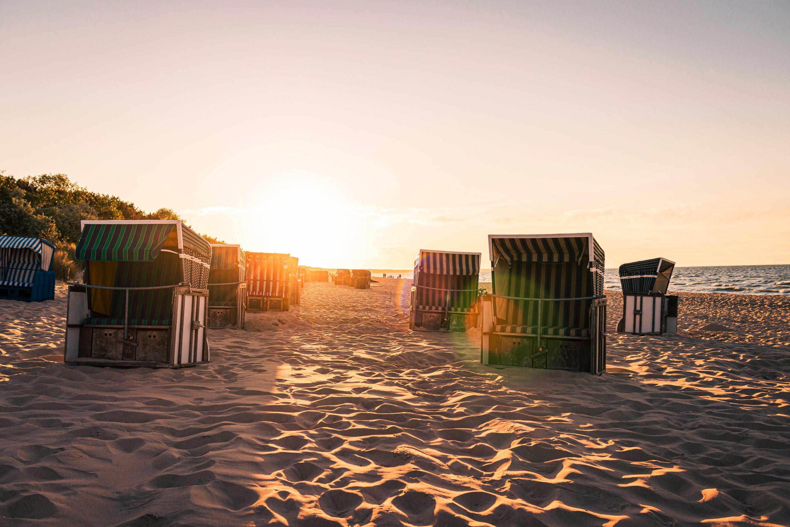 Sonnenuntergang Strandkörbe
